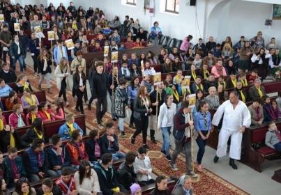 Peste 800 de tineri prezenţi la Întâlnirea Eparhială a Tineretului Catolic de la Ieud